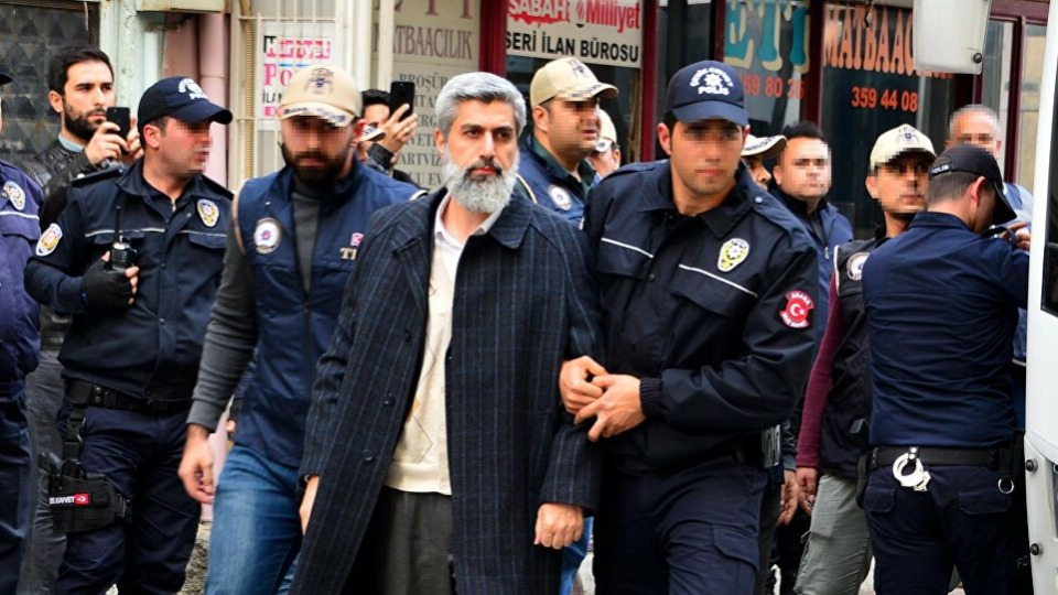 Alparslan Kuytul ve beraberindeki vakıf üyeleri bulundukları camilerde gözaltına alındı