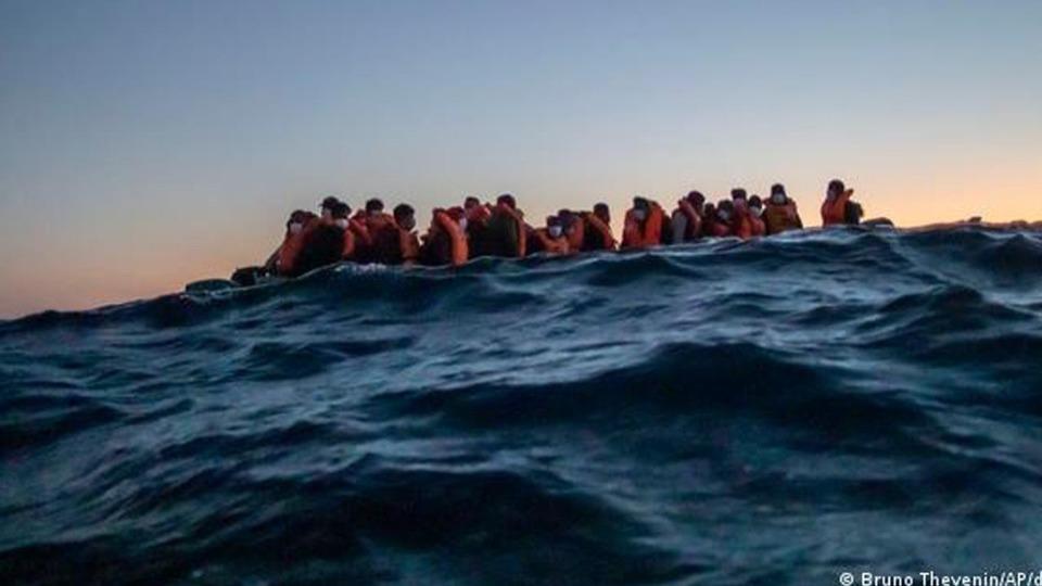 Tunus'ta göçmenleri taşıyan tekne battı: İlk belirlemelere göre en az 21 kişi yaşamını yitirdi