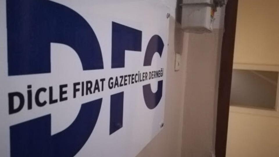 'Gazetecilik faaliyeti alanına 400'ü aşkın müdahale, hapishanelerde 65 gazeteci halen tutuklu'