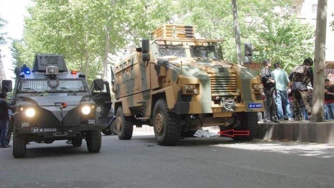 Diyarbakırlılar: Sokaklarımızda zırhlı araç istemiyoruz