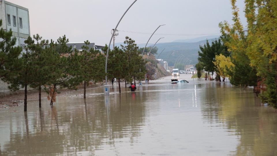 Kütahya'da 4 fabrika sel sularının altında kaldı