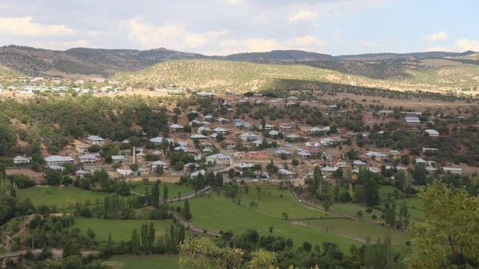 150 hanenin bulunduğu köy susuz: Çocukları dere suyu ile yıkıyorlar