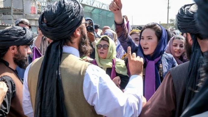 Taliban'dan kadın belediye çalışanlarına 'evde kalın' talimatı