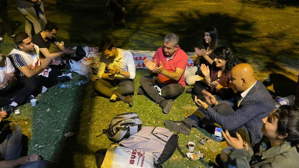 'Barınamayan' öğrenciler parklarda